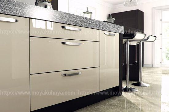 как отмыть кухонный гарнитур с глянцевой поверхностью