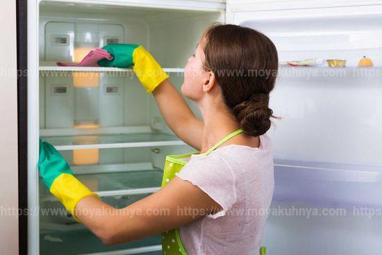 чем мыть холодильник чтобы не было запаха