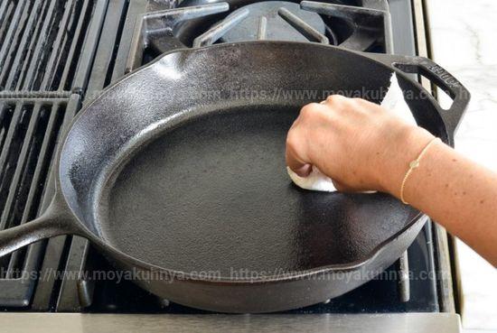 как очистить сковороду от нагара снаружи
