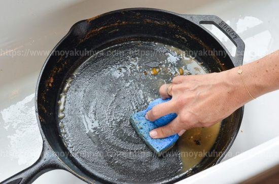 как очистить алюминиевую сковороду от нагара в домашних условиях