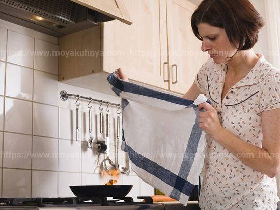 как отстирать кухонные полотенца от застарелых жирных пятен в микроволновке