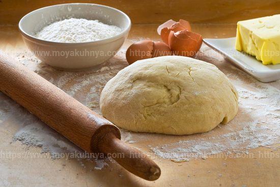 чтобы тесто не прилипало к рукам