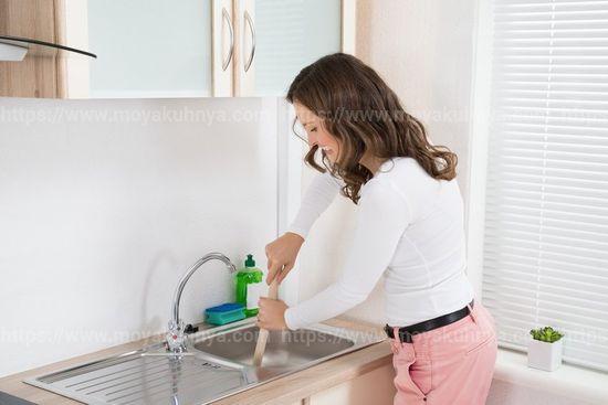как убрать запах из раковины на кухне