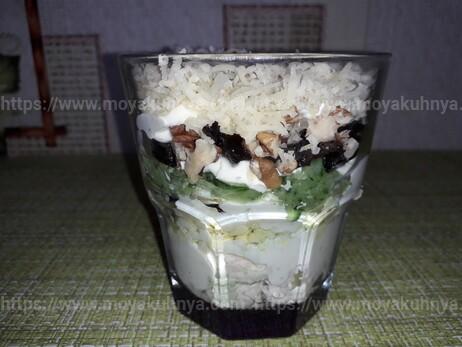 Салат Негреско с черносливом и курицей - рецепт пошаговый с фото