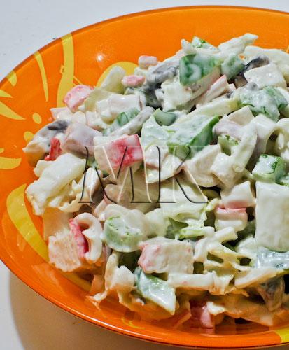Салат праздничный с ветчиной и крабовыми палочками рецепт